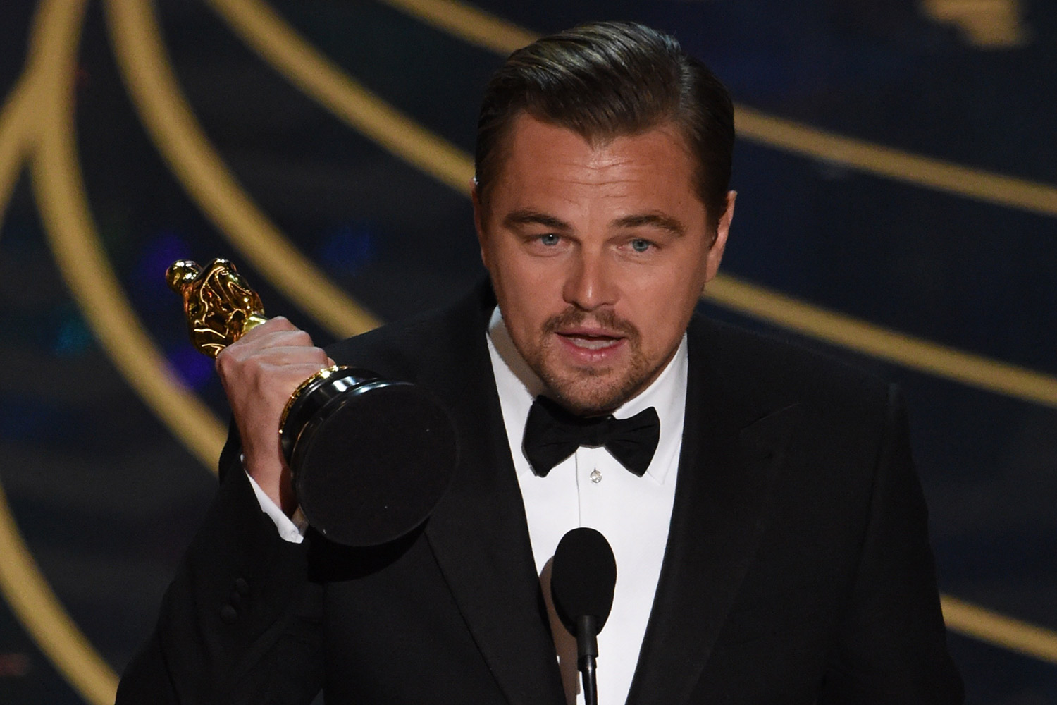 DiCaprio finally wins Oscar Spotlight grabs best film