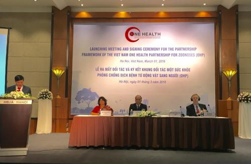 Viet Nam and international partners to coordinate in combatting diseases