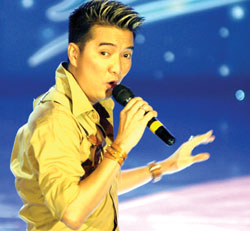 Stars perform for thousands of industrial park workers