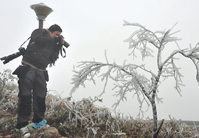 Cold snap draws tourists to hills