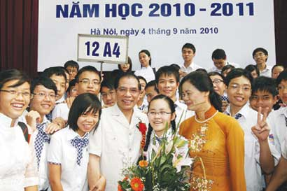 Party State leaders attend school opening functions