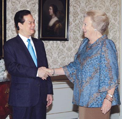 Prime Minister Dung meets Hollands Queen Beatrix
