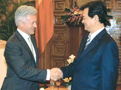 Fruitful co-operation with Britain praised by Prime Minister Dung