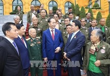President receives Lao delegation that contributed to VN revolution