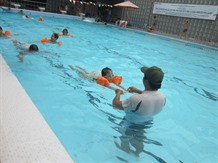HCM City children learning to swim not sink