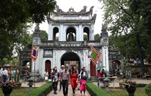 Almost 375000 tourists visit Hà Nội during Tết holidays