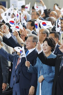 Moon says ending division of two Koreas will achieve true liberation in national days speech