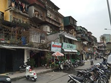 Hà Nội faces difficulties in renovating old apartment buildings